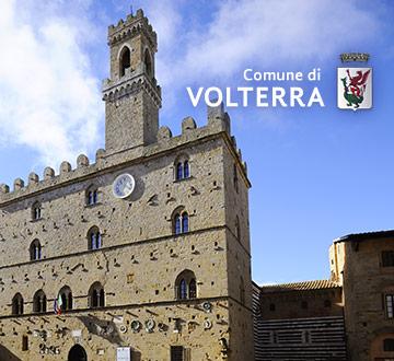 """L'amministrazione comunale di Volterra ha consegnato """"I Libri Invisibili"""" alle classi quinte delle scuole primarie della città"""