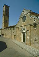 Foto della facciata del duomo di Volterra