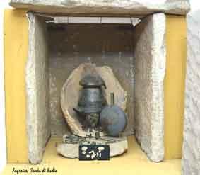 Foto di ingresso della tomba etrusca ritronata alla Badia