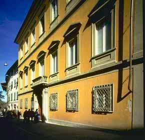Foto di facciata del palazzo Desideri Tangassi che ospita il museo etrusco