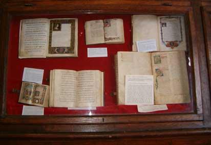 Foto di vari libri antichi
