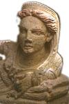 arte etrusca - particolare del coperchio di un'urna funeraria raffigurante busto femminile a tutto tondo