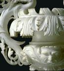 Foto di particolare di vaso pregiato in alabastro