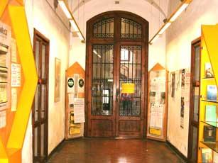 Foto dell'ingresso della Biblioteca