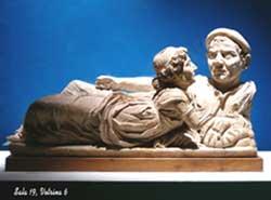 Foto di importante monumento funerario: urna degli sposi