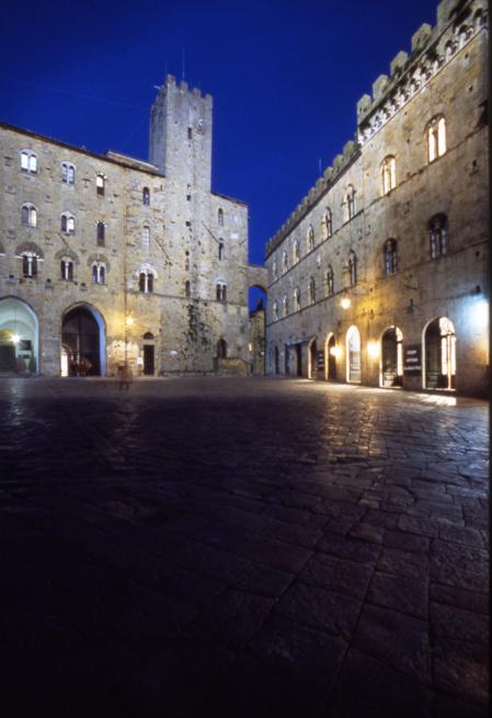 Foto del piazza antistante il Palazzo dei Priori - Sede del Comune